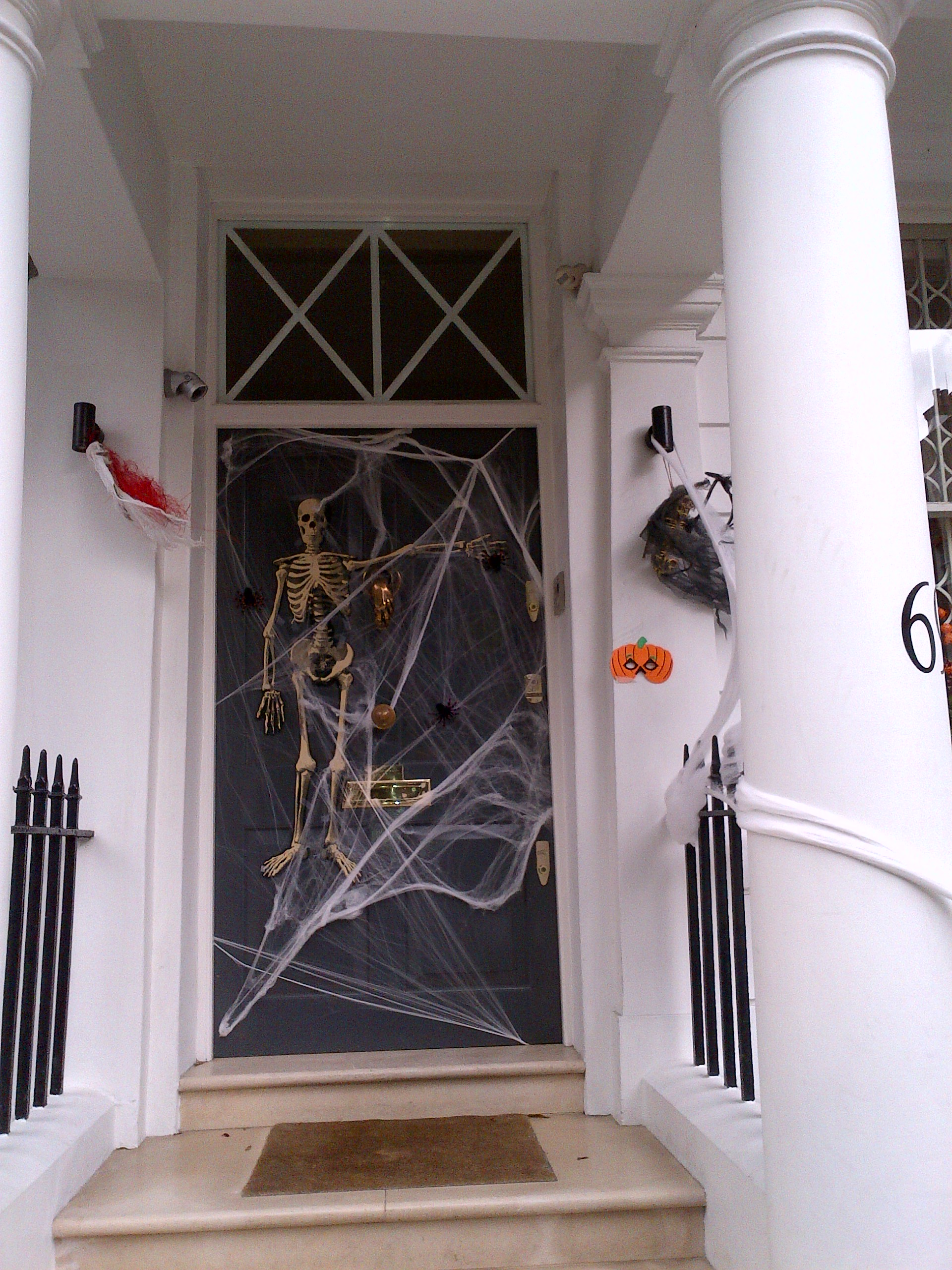 A blog about chic details for Decorazioni halloween finestra